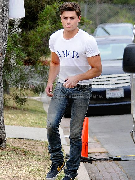 photo zac-efron-1-435e_zps232cec4c.jpg
