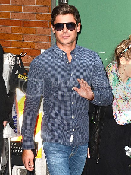 photo zac-efron-43x5_zps5bfc5637.jpg